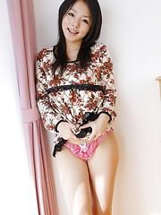 Wonderful japanese brunette Maki Fujishiro semonstrates he shaved hole
