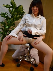Lucky masseur working with oiled japanese pussy