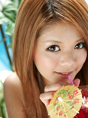 Sexy gal Japanese Kanon shows off outdoors